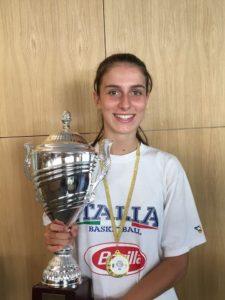foto Stefania Susca con il Trofeo BAM vinto in Slovenia – agosto 2018